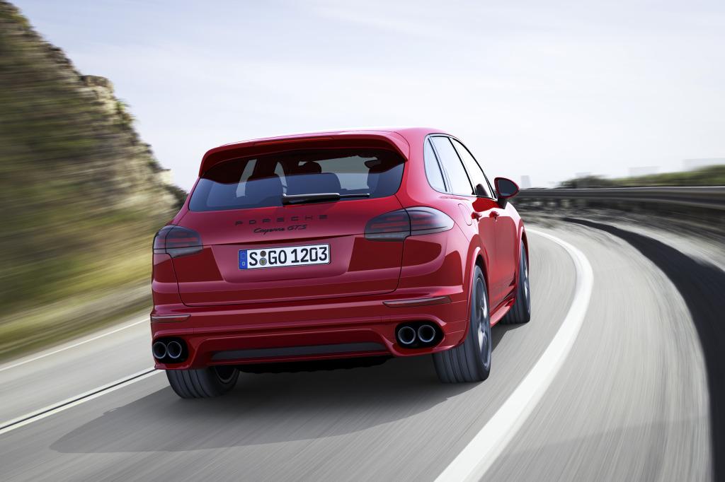Noul Porsche Cayenne GTS accelerează de la 0 la 100 km/h în 5,1 secunde și are o viteză maximă de 262 km/h.