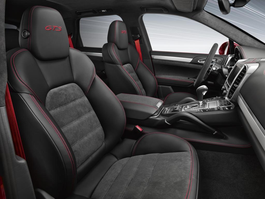 """Interiorul versiunii GTS este """"special"""" și beneficiază de tapițerie customizată, dar și de alte elemente distinctive."""