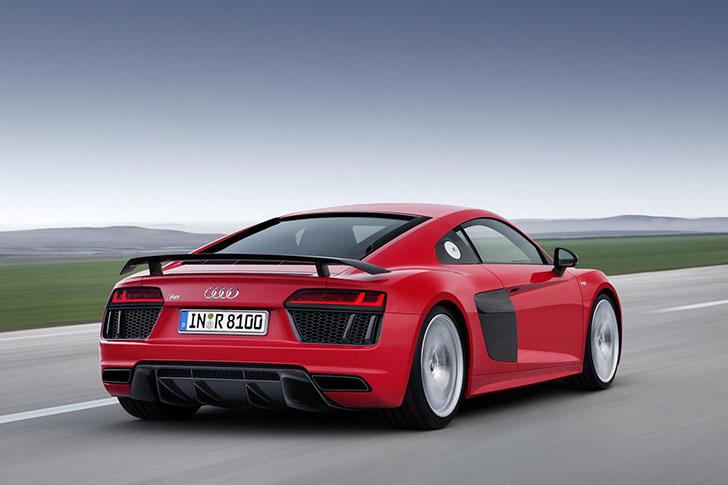 2015-Audi-R8-V10-Plus-2