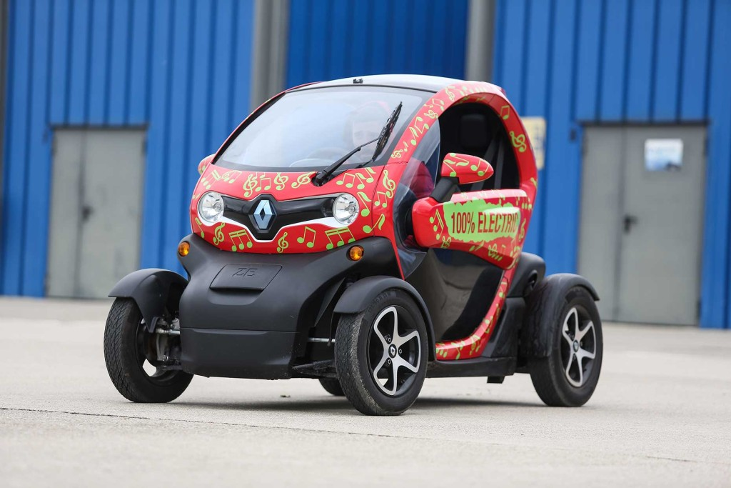 test drive renault twizy power to the people. Black Bedroom Furniture Sets. Home Design Ideas