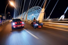 Night Ride – MINI Paceman JCW vs Can-Am Spyder RS
