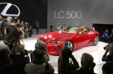 2016_NAIAS_Lexus_LC_press_conference_009