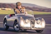 Jucăria zilei: 61 km/h cu replica la scara 1:5 și motorizată a lui Jaguar XK120