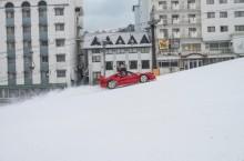 une-ferrari-f40-sur-une-piste-de-ski