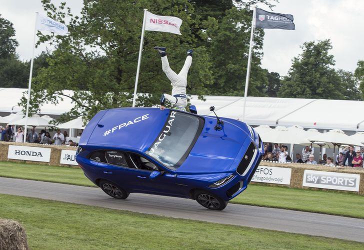 VIDEO: Cascadorii cu Jaguar F-Pace la festivalul din Goodwood