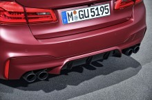 P90273037_highRes_the-bmw-m5-first-edi