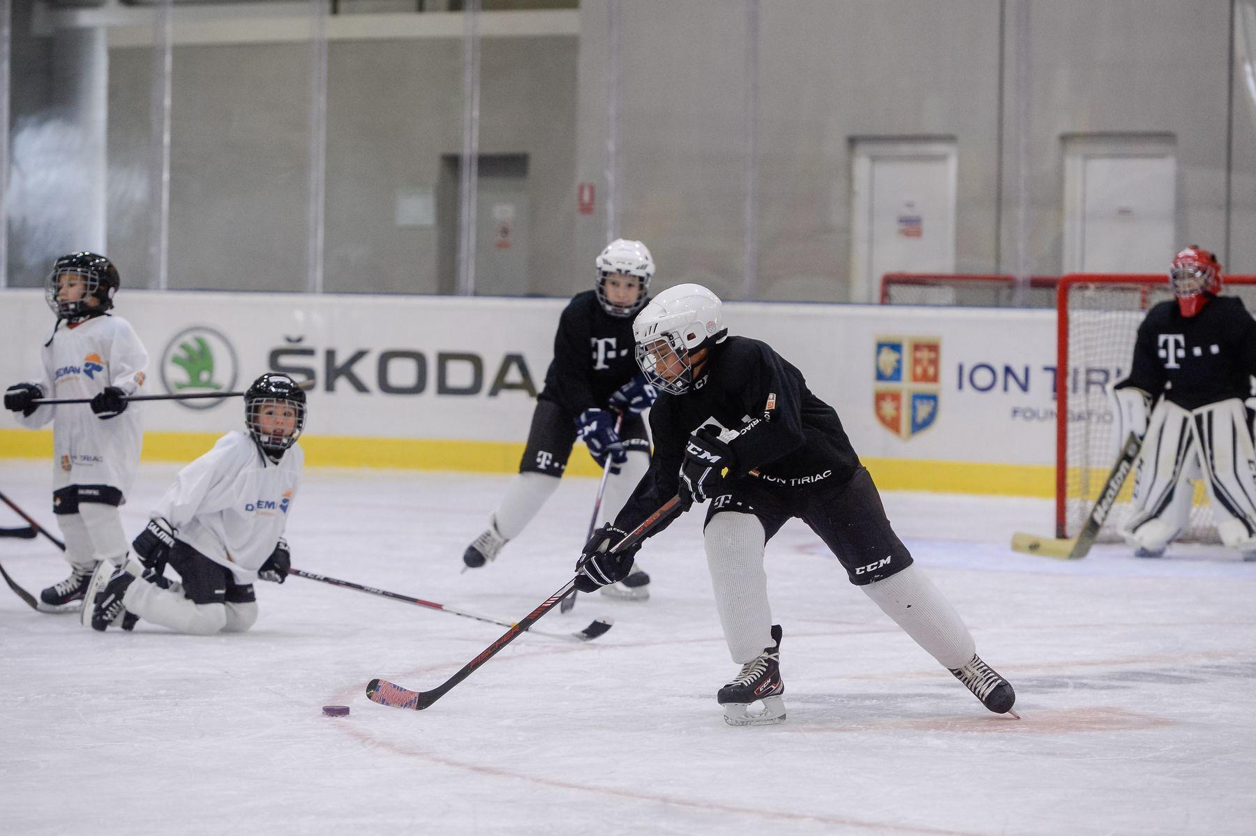 patinaorul Telekom Arena - echipe juniori Telekom si Dedeman antrenament