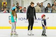 Simona Halep i-a susținut pe cei mici la patinoarul Țiriac-Telekom Arena în cadrul selecție de patinaj pentru echipele de juniori la hochei