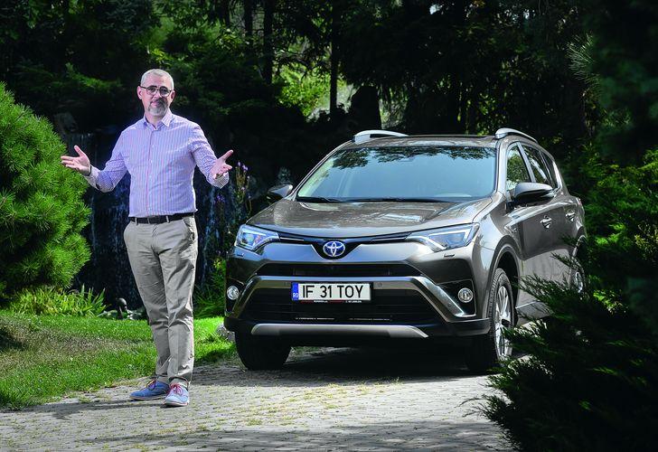 Vlad Petreanu și Toyota RAV4 Hybrid: Deșteptarea la volan