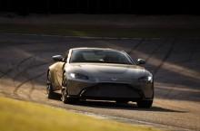 Aston Martin Vantage_Tungsten Silver_17