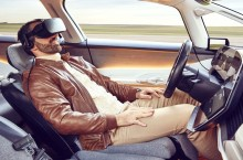 VIDEO: Renault SYMBIOZ – Ia-ți mintea de la șosea și îndreaptă-te spre viitor!