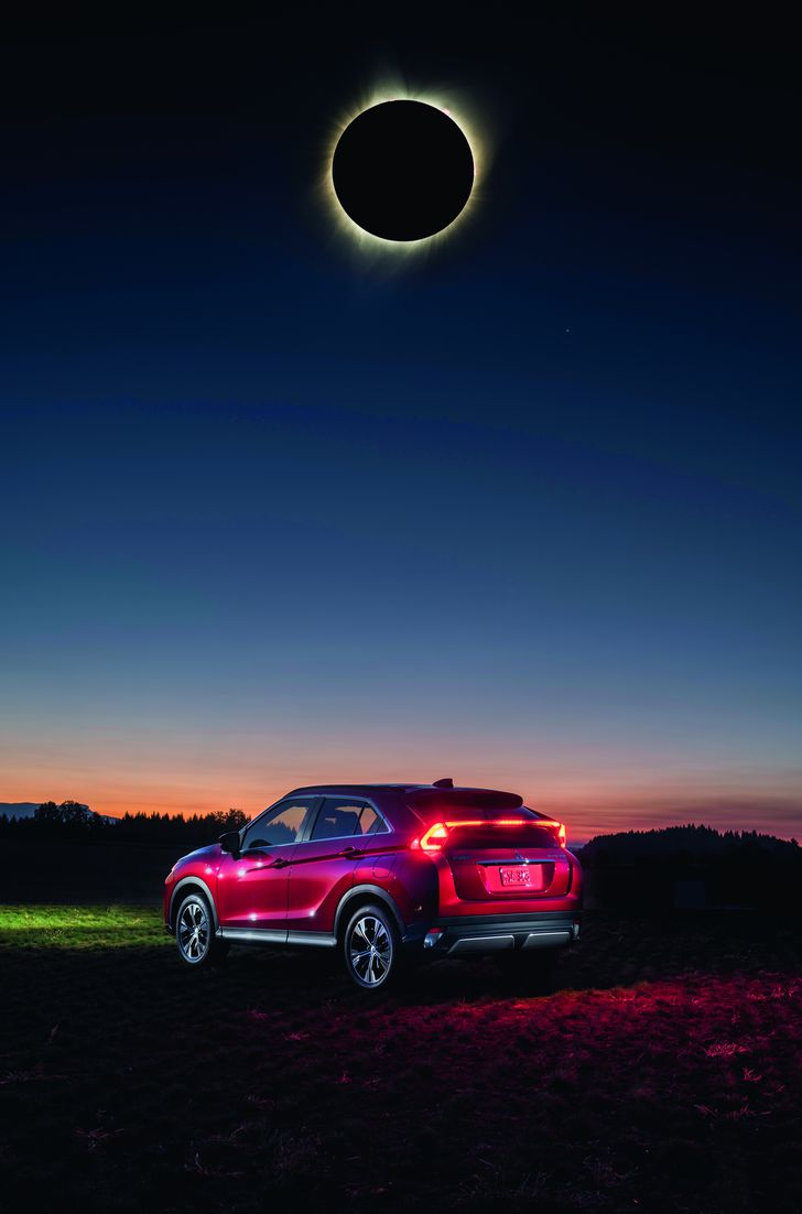 MMNA_EclipseCross_Red_Ext_Back34_Tailight_Composite2