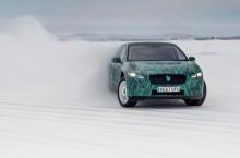 VIDEO: Un client sceptic testează cei 400 CP electrici ai lui Jaguar I-PACE în condiții arctice
