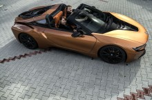 P90312855_highRes_bmw-i8-roadster-at-c