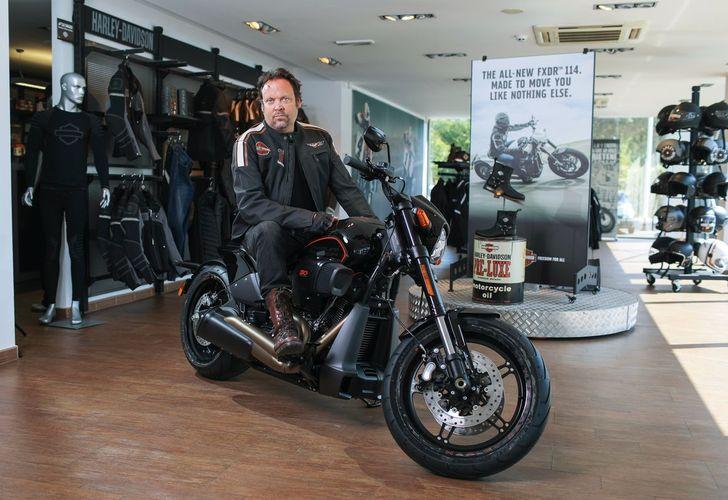 Charlie Ottley și motocicletele Harley-Davidson –  Călătorul