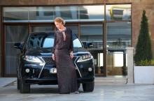 Valentina Pelinel și Lexus RX 450h – Șarm în cea mai naturală formă